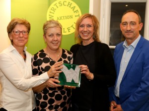 v.l.n.r.: Kinderhospiz Netz GF-Obfrau Sabine Reisinger - Wien Holding-GF Sigrid Oblak - gabarage-Obfrau Gabriele Gottwald Nathaniel - Fundraising Verband Austria-GF Günther Lutschinger